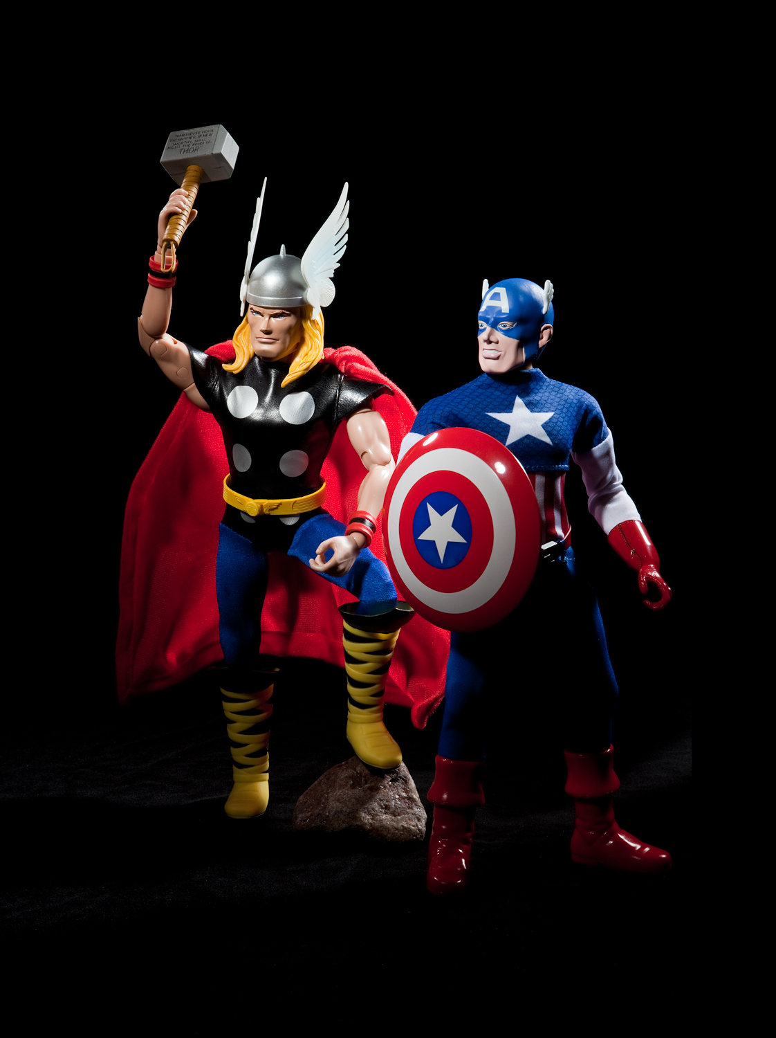 Capt America and Thor costumes Captain Action