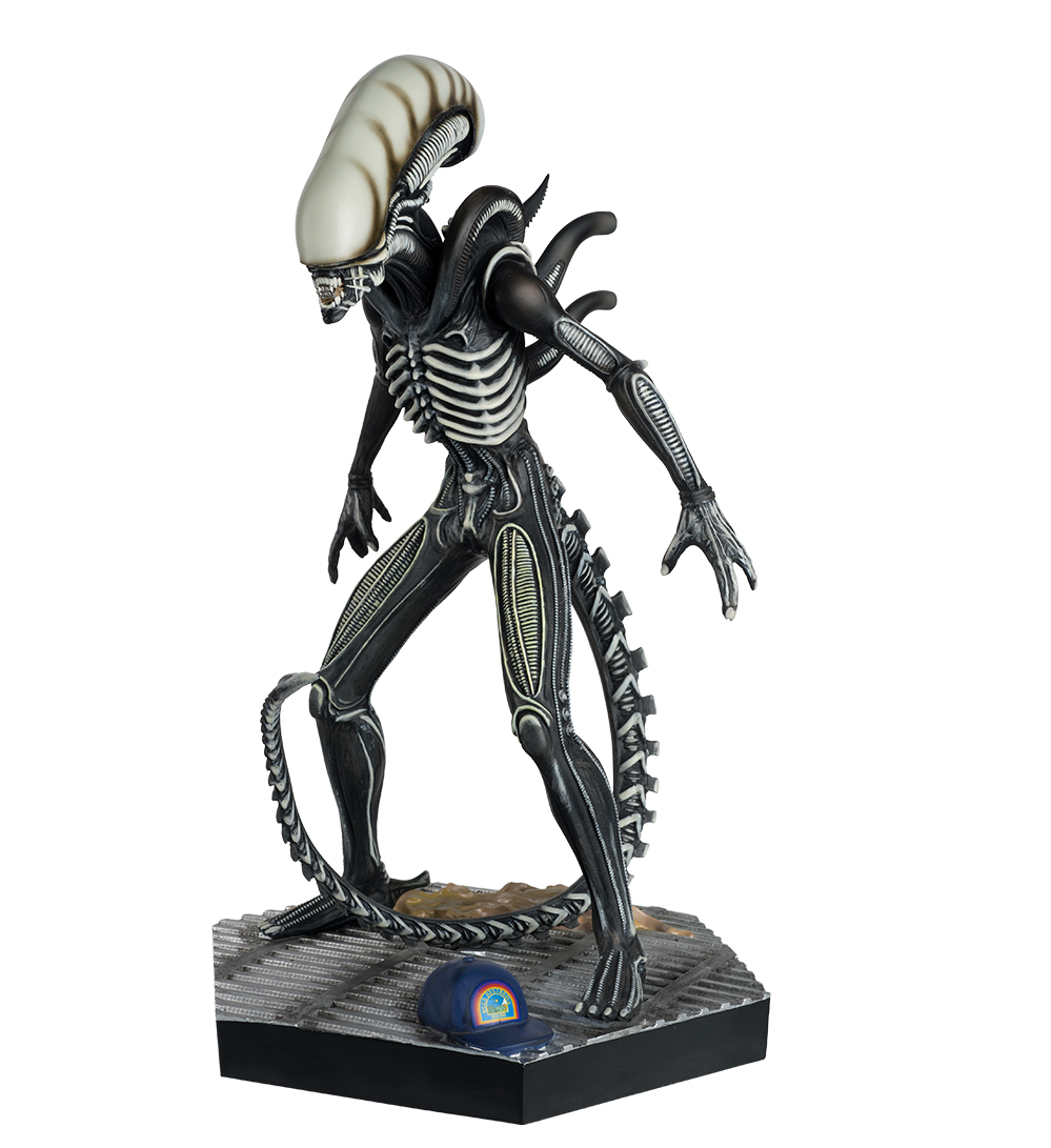 3. HC NYCC Alien_Predator_Collection Mega Glow in Dark Xenomorph